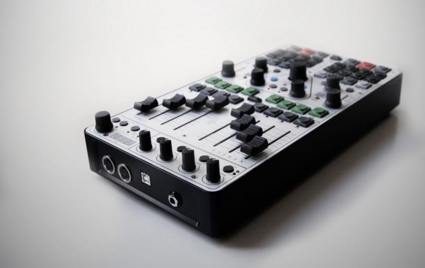 """VERSUS - The New DJ-Designed """"Dream Controller"""""""