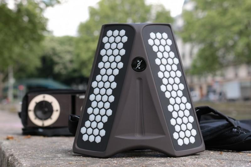 Dualo du touch: un synthétiseur musical intuitif en forme d'accordéon