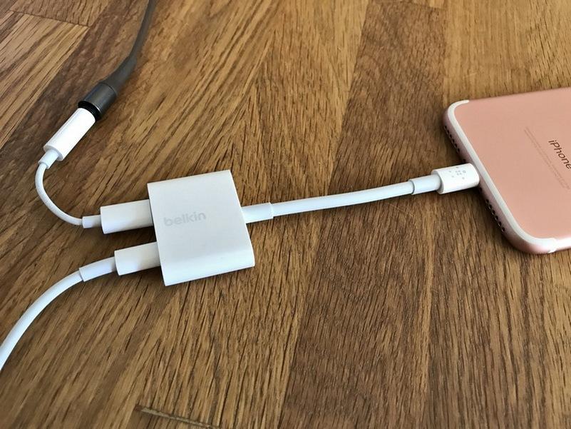 iPhone headphone jack dongle