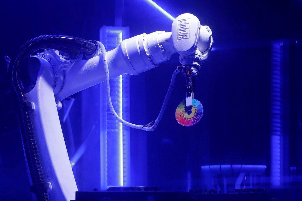 Robotic DJ arm